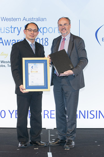 Hon. Bill Johnston with AGRIFresh CEO Joseph Ling,  the WA Exporter of the Year Winner - October 2018